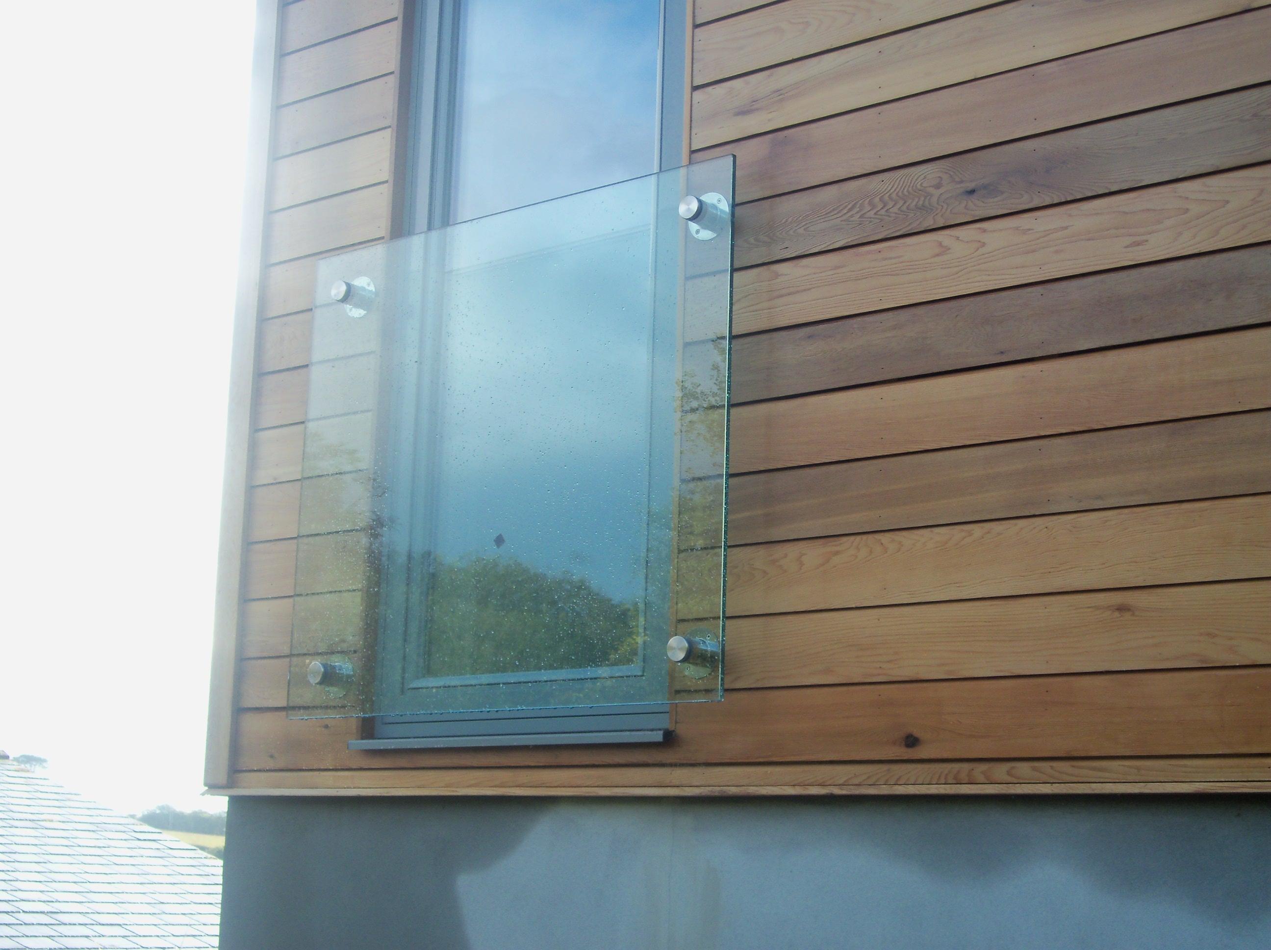 glass balcony panel
